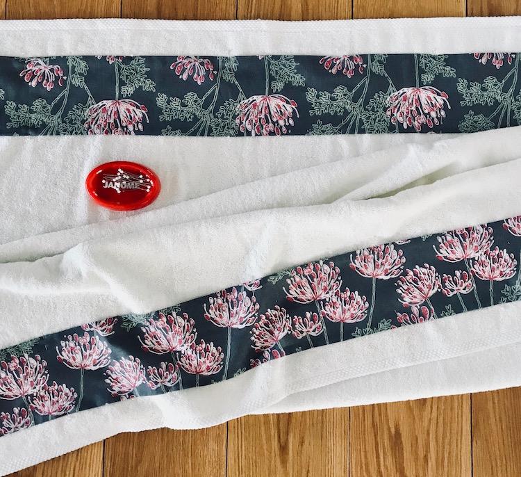 håndkle dekorasjon knappenåler