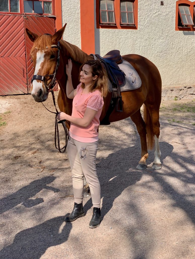 hest jente ridebukser ridetopp sjabrak